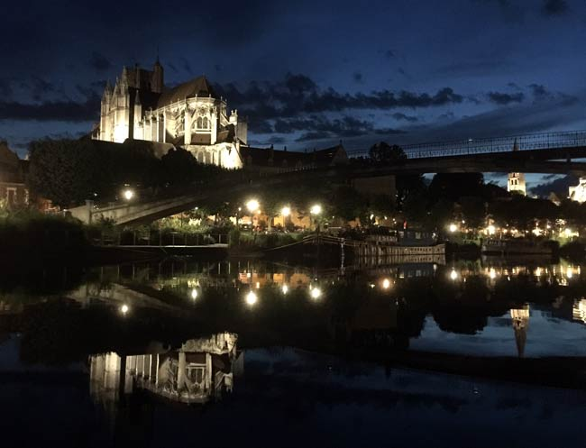Auxerre's at night