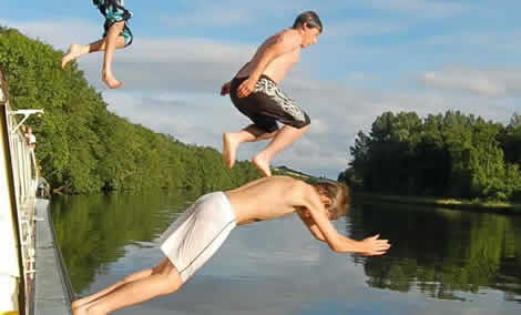 diving from boat