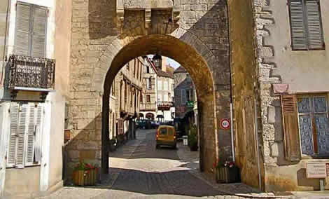 Noyer town gate