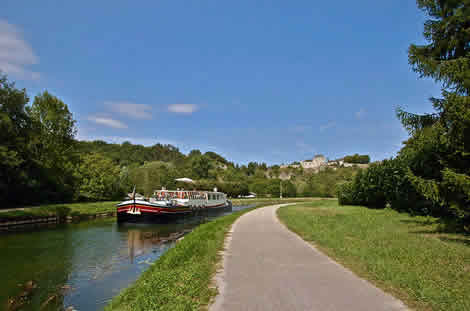On the canal at Mailly-le-Chateau